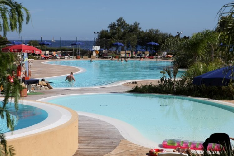 Ortano mare residence rio marina con piscina isola d 39 elba for Isola gonfiabile piscina